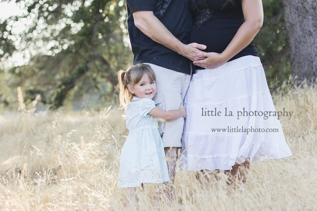 siblings at maternity session los angeles