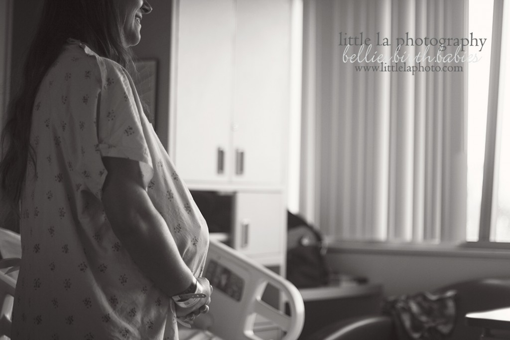 woman in labor los angeles birth photography