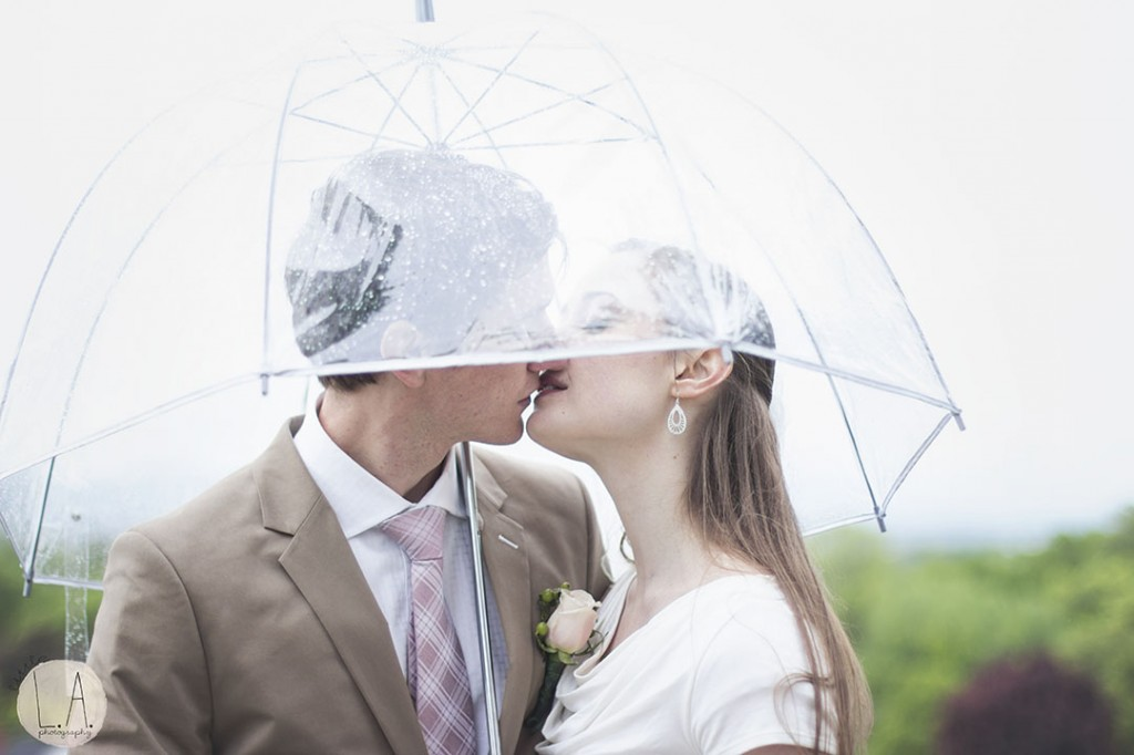 kissing in the rain wedding photography