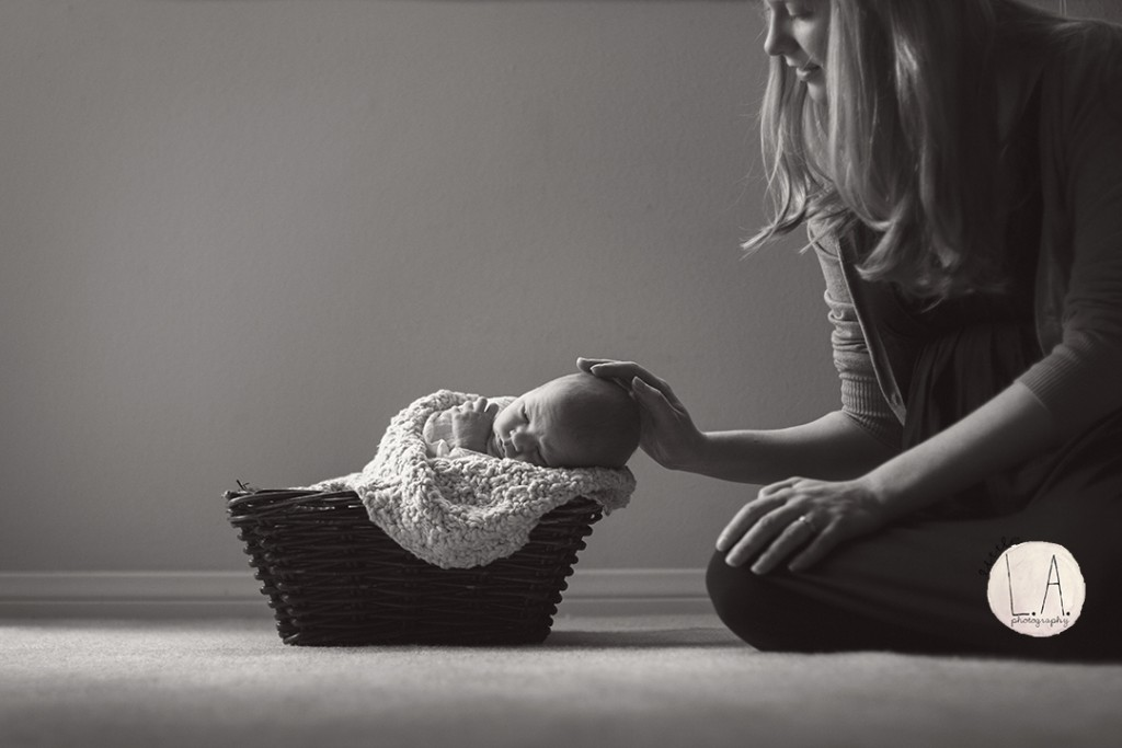 mother newborn photography