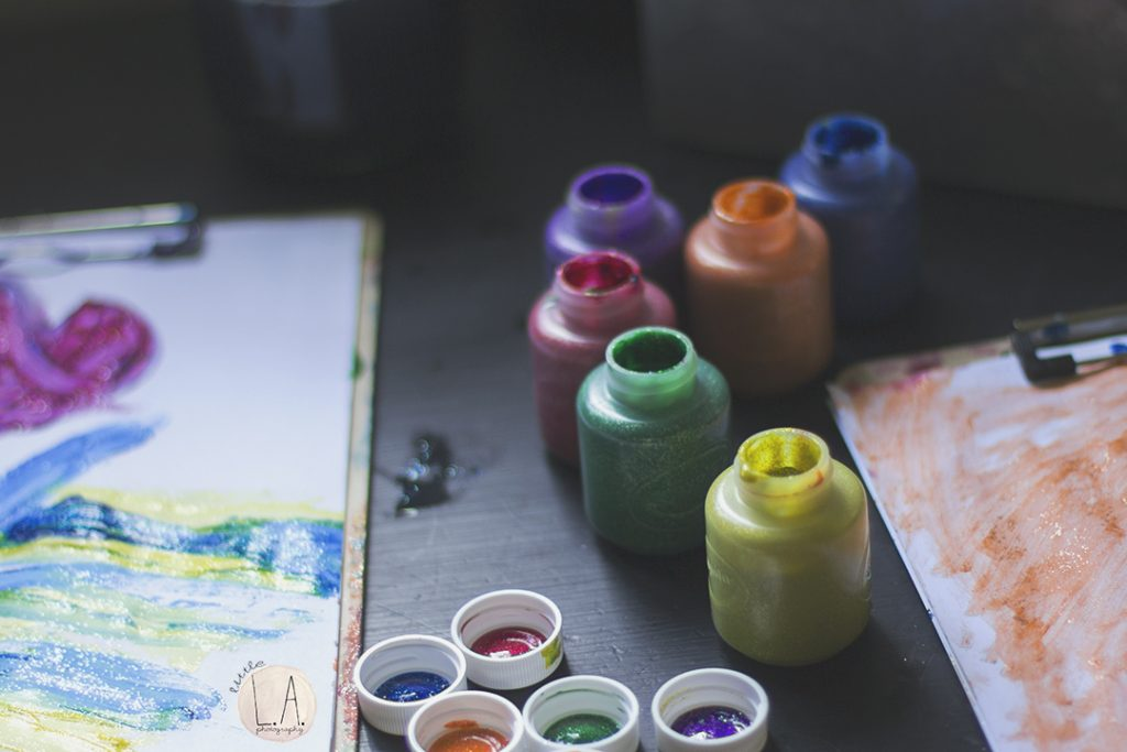 crayola-glitter-paint